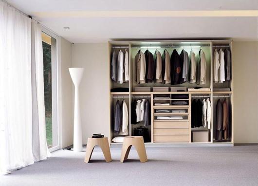 Depozitarea hainelor noi, reocrganizare
