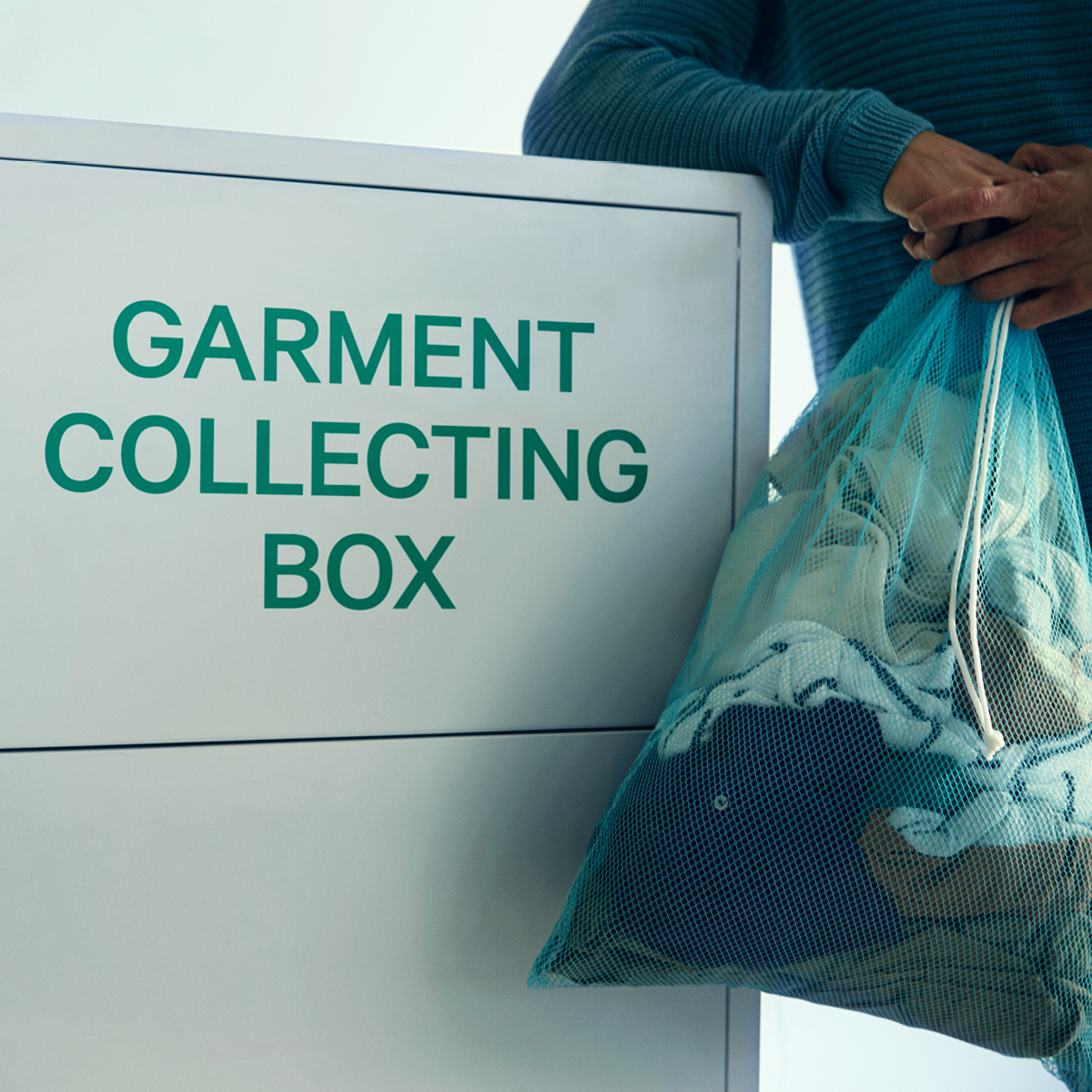 H&M-Garment-Collecting-Box-Don't-let-fashion-go-to-waste-reciclare-haine-voucher-cumparaturi