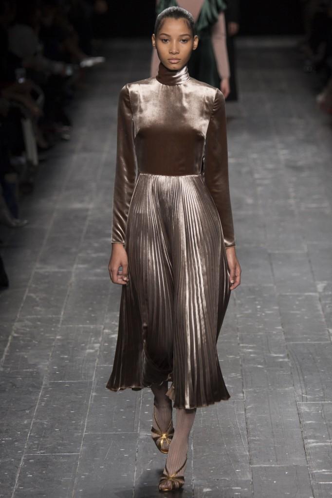 Valentino-rochie-catifea-tendinte-2017