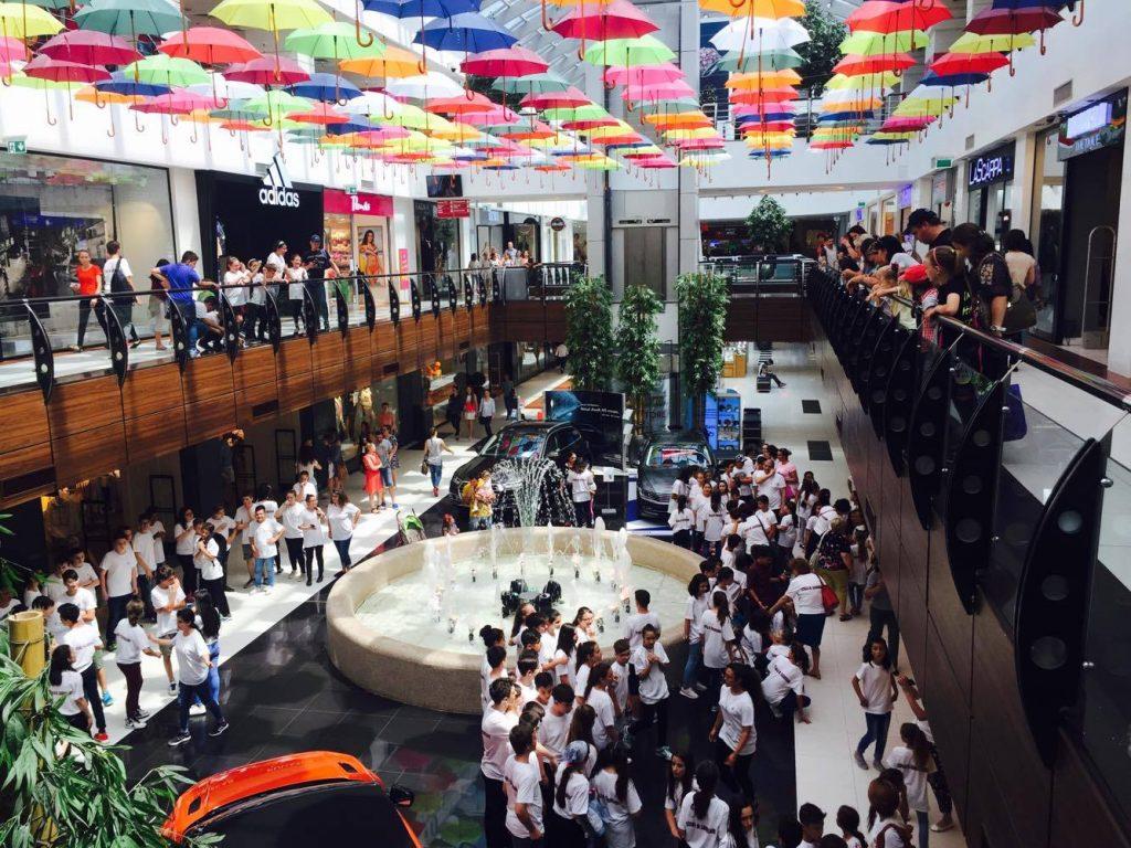 flashmob Arena Mall elevii Scolii Gimnaziale Mihail Sadoveanu Bacau